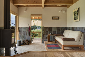 「地球と人にやさしい木の家具 -癒しとエコが同居する生活とは-」