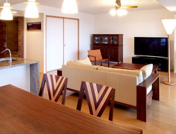 「木の家具が演出するゆとりの住まい」