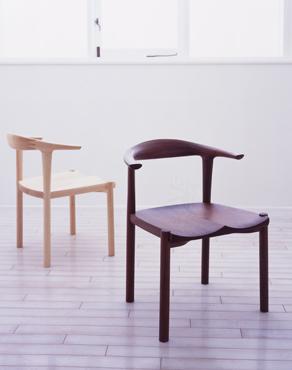 椅子のモダンデザインと家具蔵の椅子2