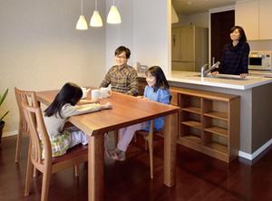 無垢材テーブル 無垢材チェア 無垢材オーダーボード 一家団欒