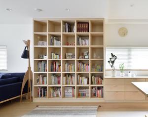 憧れを実現、壁一面のブックボード(本棚)をオーダーメイドの壁面収納でつくる