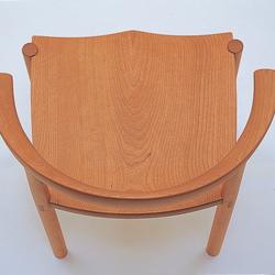 板座チェア/弧を描く木組