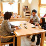 「家族の風景」をつくる無垢材家具