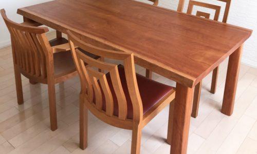 「アフリカ材無垢材テーブルの納品がありました!」