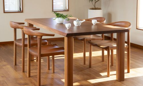 樹種ごとに見る一枚板テーブルのコーディネート術 その1