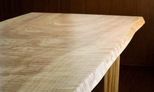 樹種ごとに見る一枚板テーブルのコーディネート術 その2