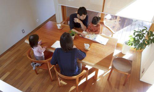 無垢材一枚板天板でダイニングテーブルを誂えるということ