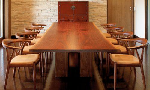 ウォールナットの無垢材テーブルが人気を博す理由