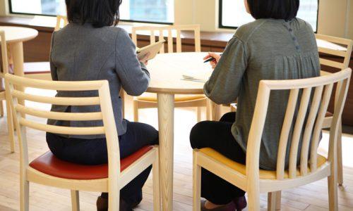 テーブルの高さ・チェアの高さの重要な関係とは?