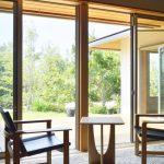 自然素材の住宅と無垢材家具の良い関係