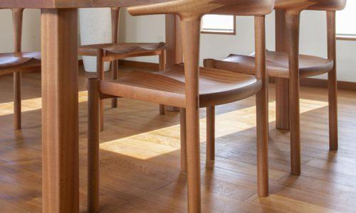 無垢材テーブルには「木製脚」が良い理由とは