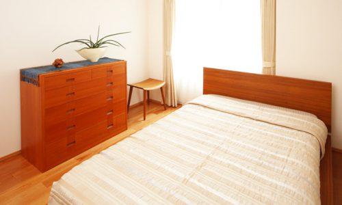 「チェリー材」の無垢材家具がつくる暮らしのメリットとは