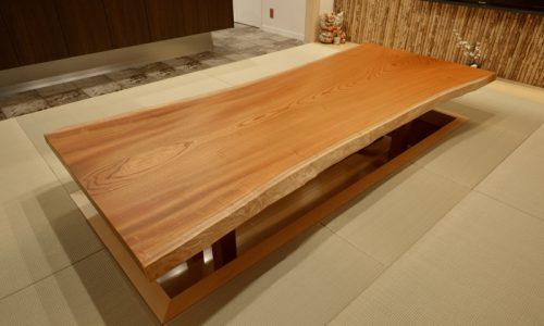 ケヤキの一枚板テーブルの魅力とは