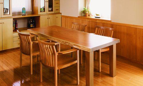 ケヤキの一枚板テーブルはこんな住まいにおすすめ