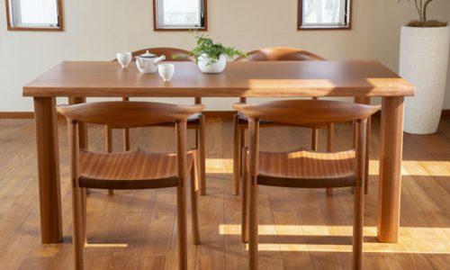 日本の住まいに合う一枚板テーブルとは?