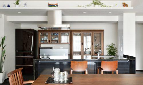 「食器棚」はどのようなものを選ぶべきか