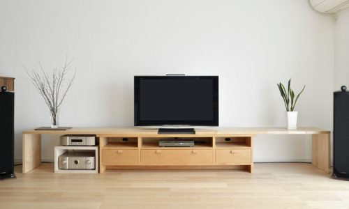 無垢材テレビボードの魅力とは