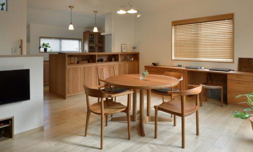 無垢材チェリーの家具は銀座で探す、その理由とは