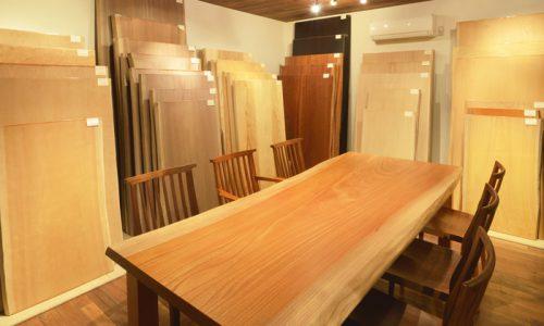 「一枚板天板」を知り、一生物のテーブルを