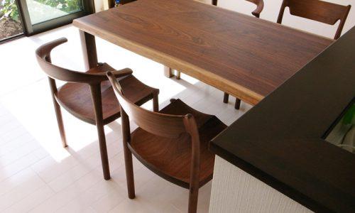 ウォールナットのテーブルが「住まいに与えるもの」とは