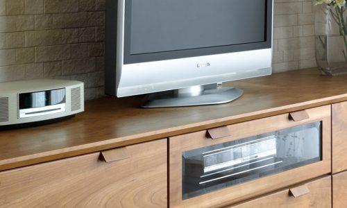 テレビボードの奥行の基準はどう決めるか