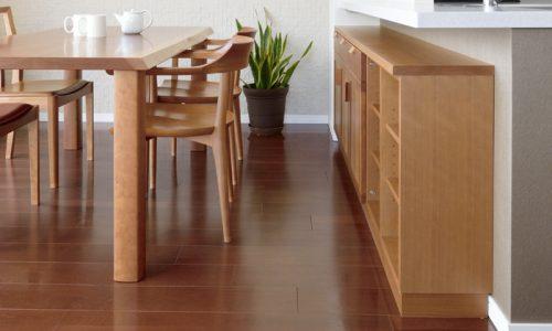 ダイニングテーブルと周囲の家具との距離感は?