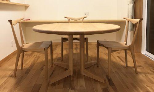 ラウンドテーブルはどのくらいの大きさを選ぶべきか