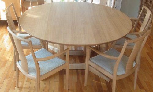 無垢材のラウンドテーブルはどのような空間に合うのか