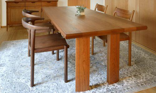 エイジングするテーブルならチェリー材を選ぶワケは