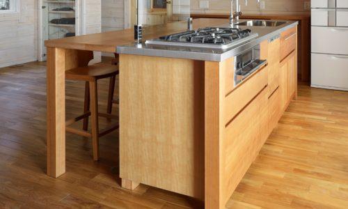 無垢材キッチン、素材はどう選ぶ?