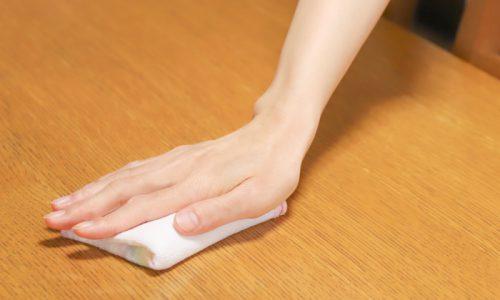 「無垢材テーブルは水拭きしても良いのか?」に答えます